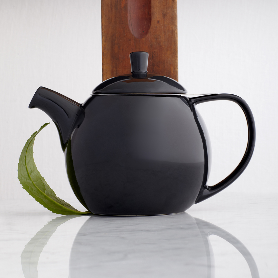 curve_teapot_24oz_black_graphite_0